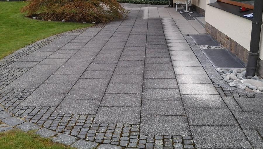 Terrassenplatten vor der Reinigung