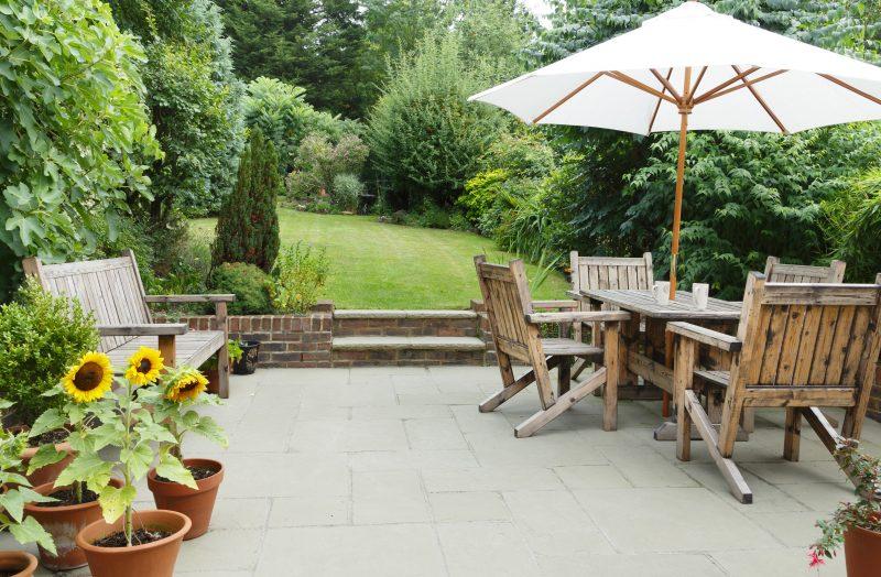 Terrassenplatten im Garten