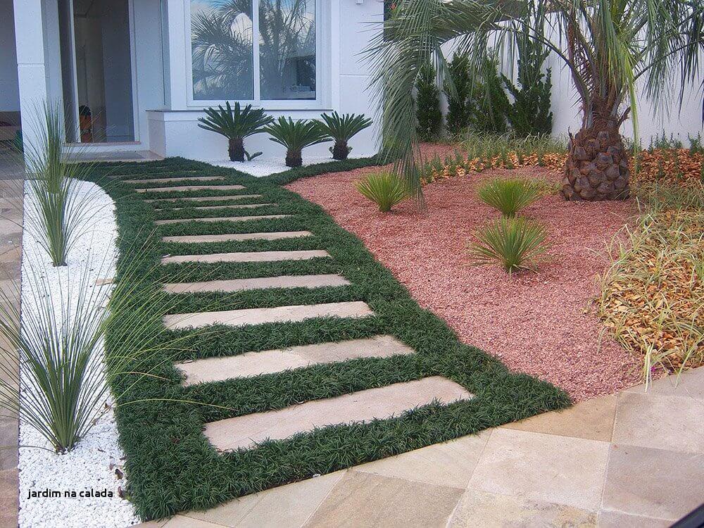 Hauseingang mit Gras